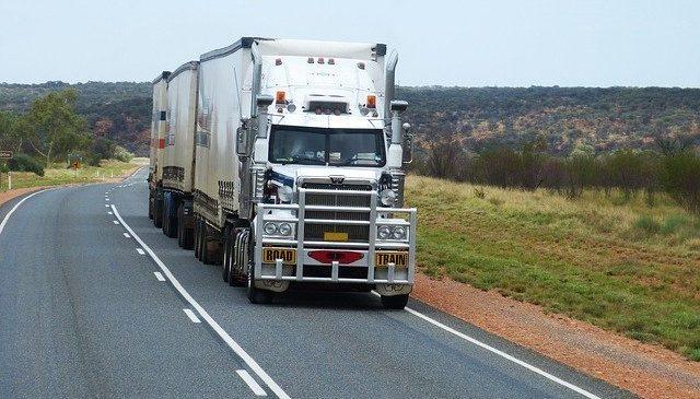 Nueva política logística espera reducir costos del comercio exterior en 50%