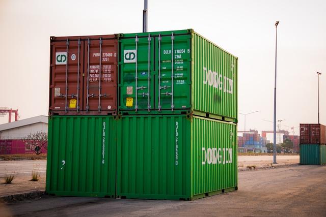 Tarifas de fletes para contenedores en puertos y navieras subieron 59% en abril